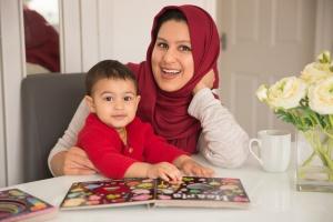 Blackburn family photgraphy - Mum and daughter smiling